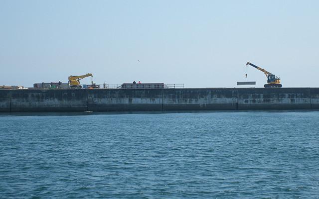 港湾工事の施工現場写真